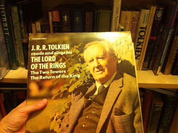 Tolkien_album_bookshelf